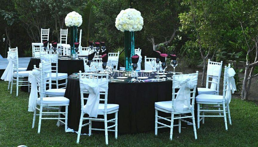 Silla Tiffany en mesa redonda