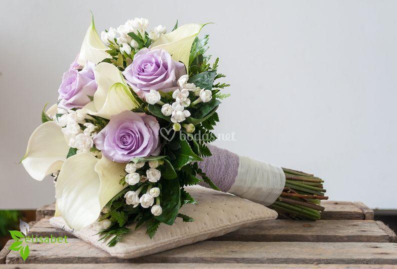 Ramo de calas y rosas lila