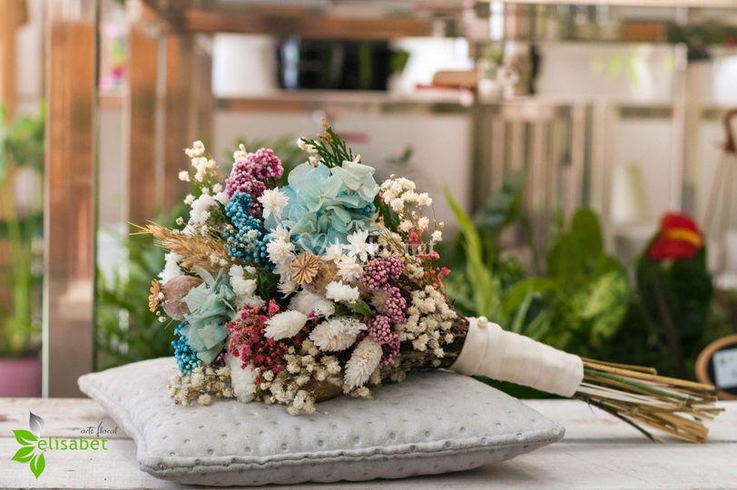 De flores preservadas y secas