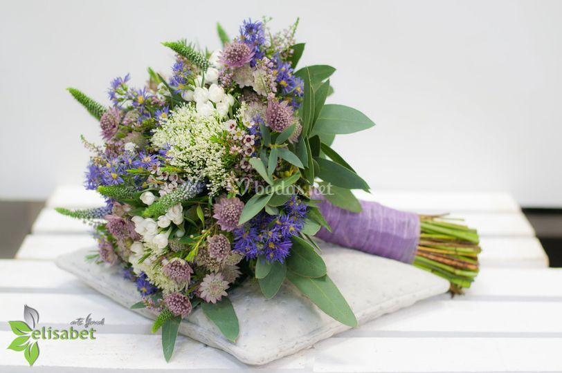 Ramo silvestre en tonos lilas