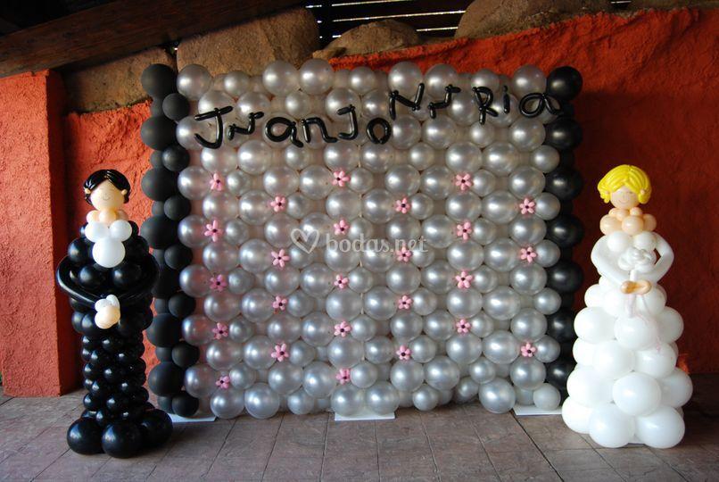 Photocall y novios con globos