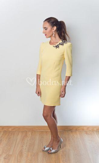 4b630ae61 Vestido amarillo corto de Valerie Moreau