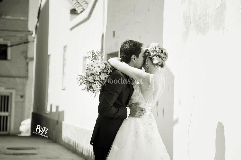 Book post boda