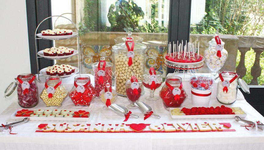 Mesa dulce en blanco y rojo de galetinas nas fotos - Ideas para montar un bar ...