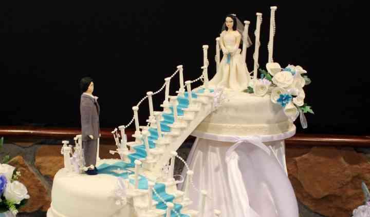 Pastel boda con novios