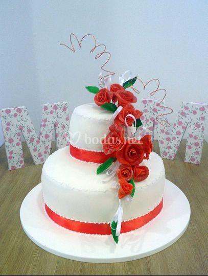 Pastel boda flores naranjas