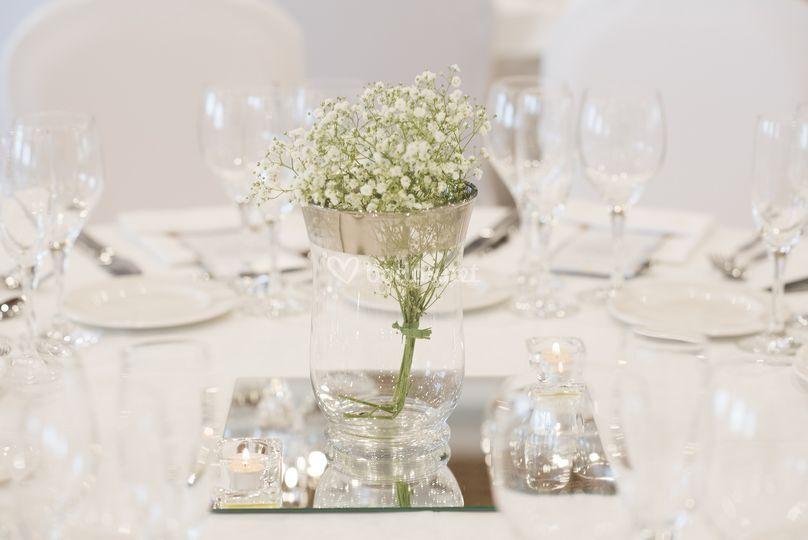 Detalle de mesas en salón