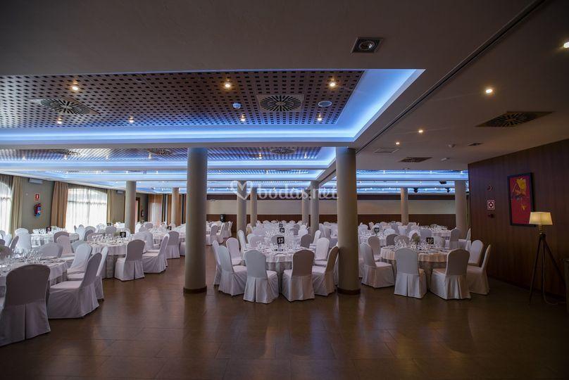 Salón con iluminación azul