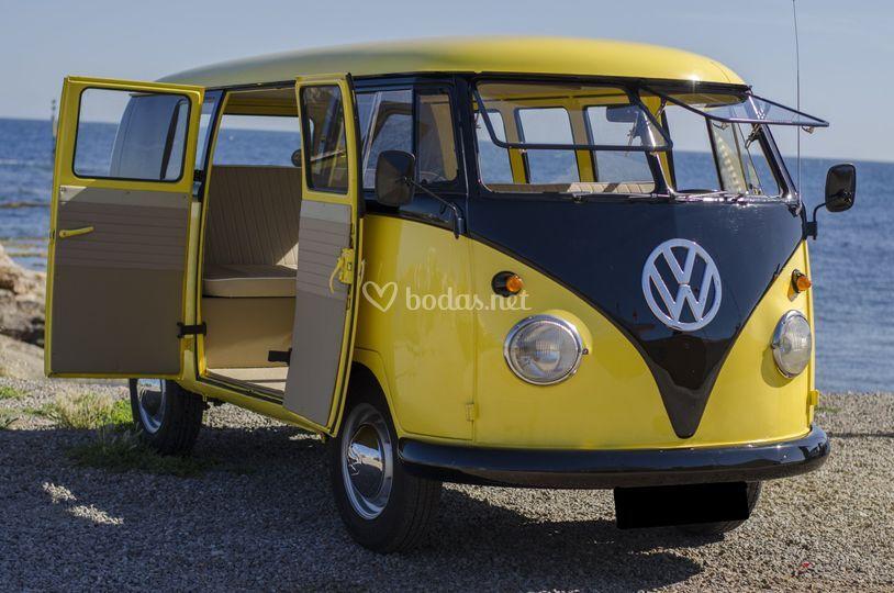 Furgoneta Volkswagen amarilla
