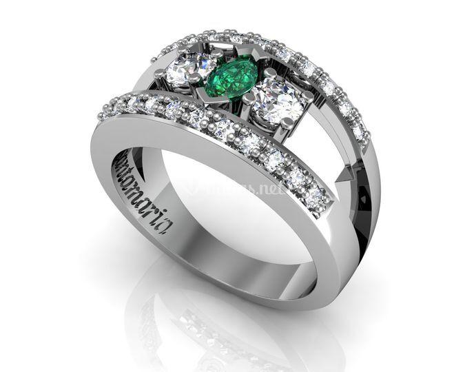 Sortija de diamantes y esmeralda