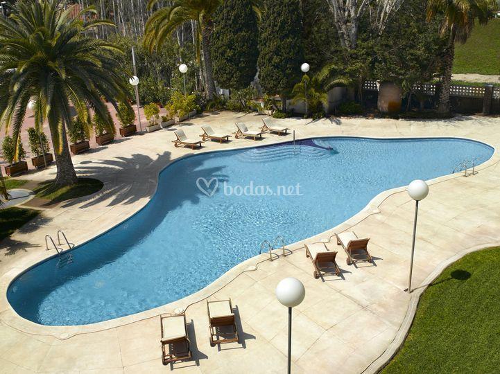 Hotel ciudad de castelldefels grup soteras for Piscina castelldefels