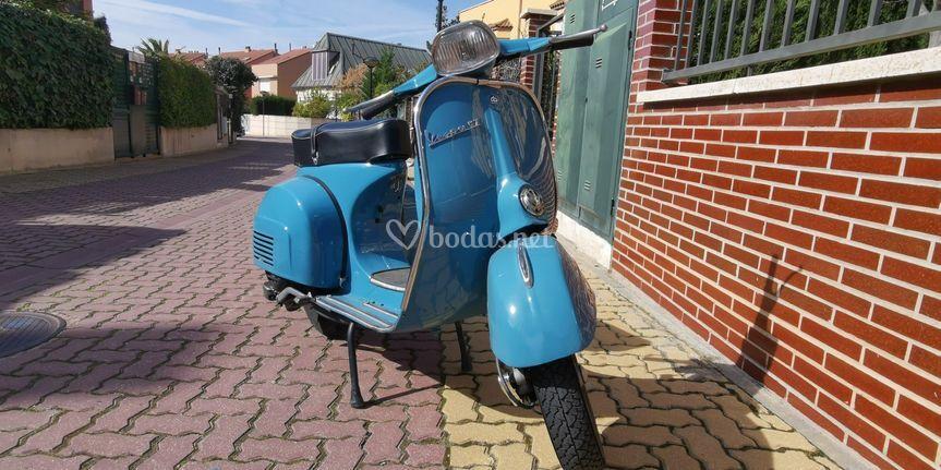Vespa 150 color azul