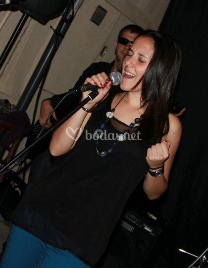 Elena, voz y coros