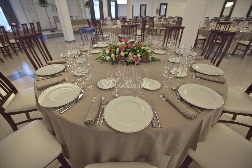 Montaje de mesa y salón