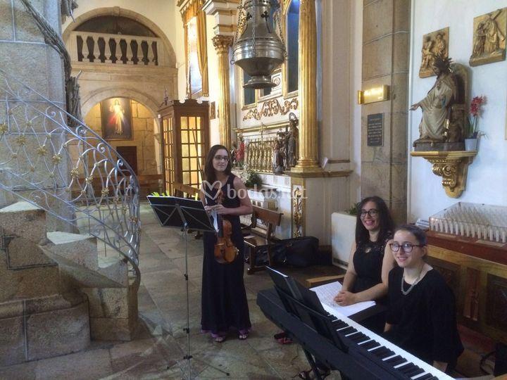 Trio de voz, violín y piano