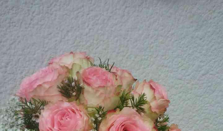 Ramo con rosas y paniculata