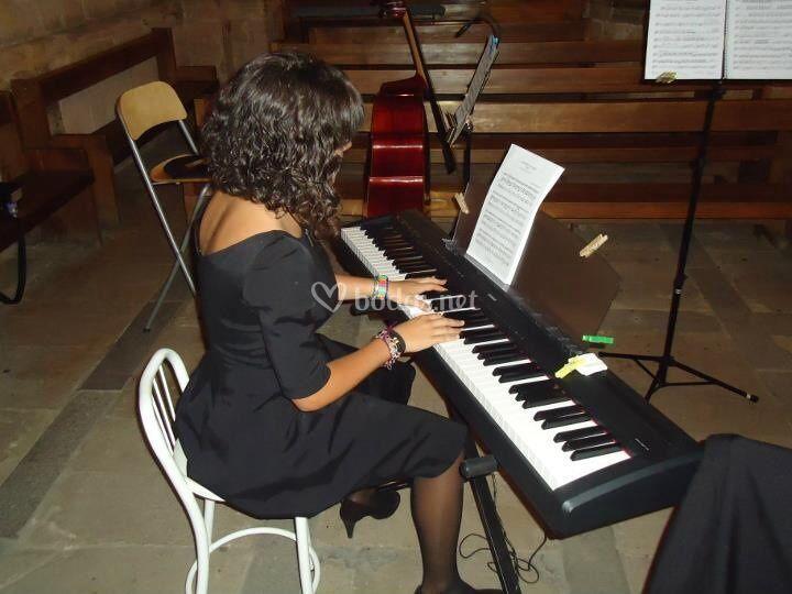 Andrea al piano