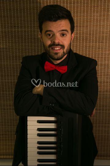 Manuel, voz y piano