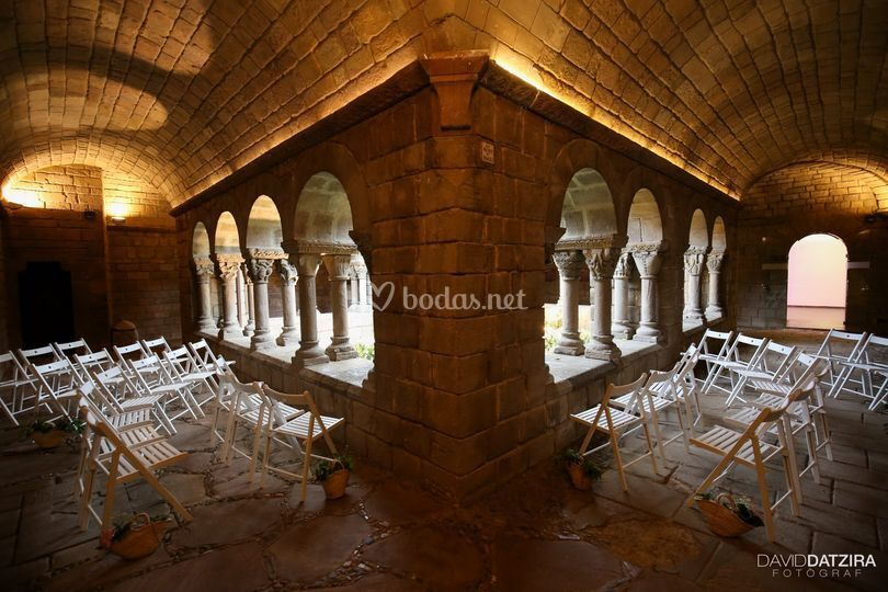 Ceremonia simbólica en el claustro