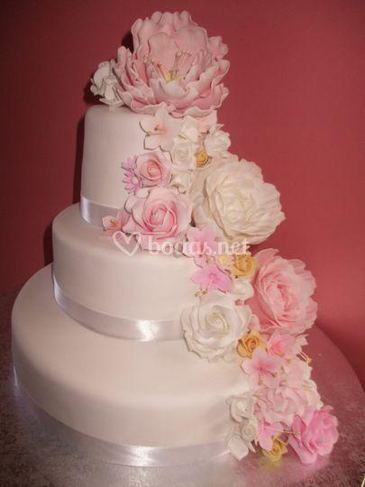 Tarta boda cascada de flores