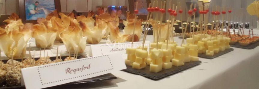 Mesa de canapés salados