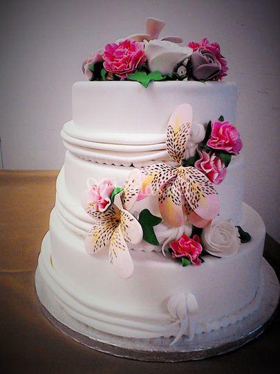 Tarta de boda con flores de azúcar