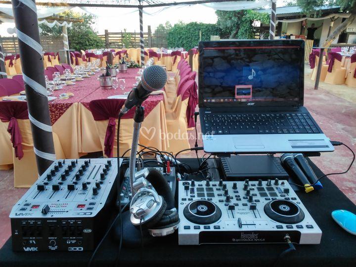 Dj y equipos de sonido
