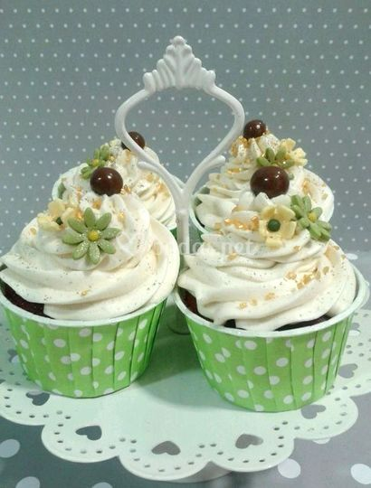 Cupcakes en mesa dulce