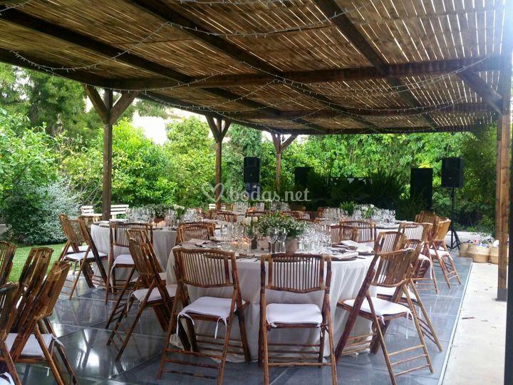 Pergolas y sillas bambú
