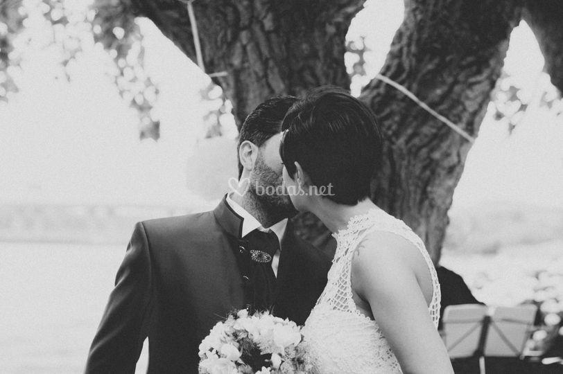 Beso en blanco y negro