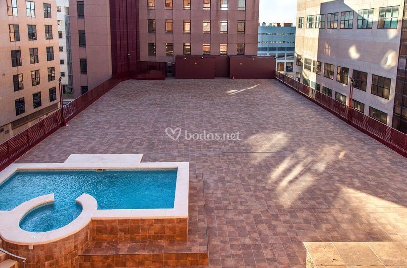 Hotel dome madrid for Terraza piscina madrid