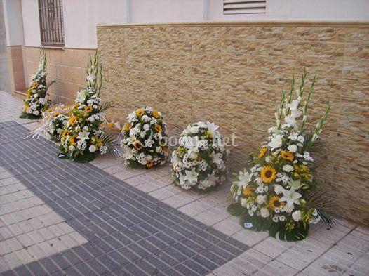 Centros para el altar blancos y amarillo