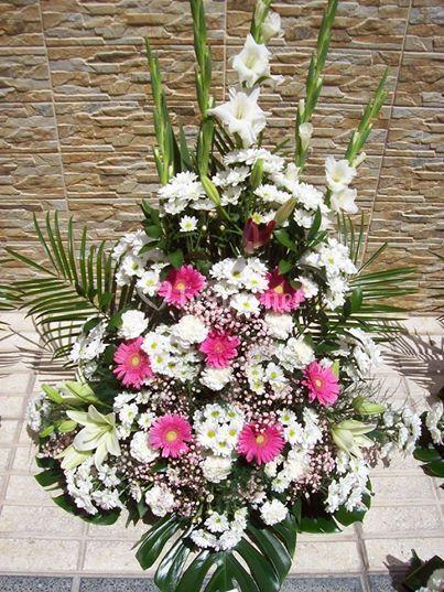 Centro blanco y rosa