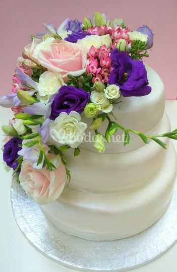Tarta con flores naturales