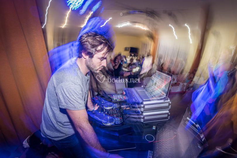 DJ y animación Retroversión