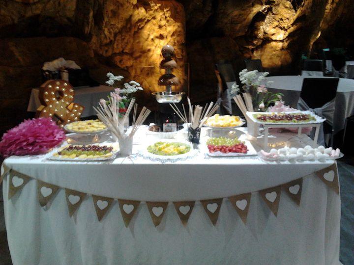 Buffet de frutas y chocolate