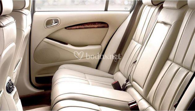 Jaguar asientos traseros