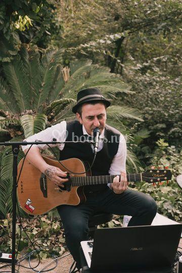 Cicco Tiñone, voz & guitarra