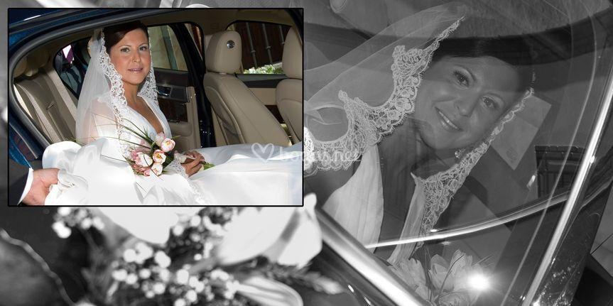 La novia en el coche de boda