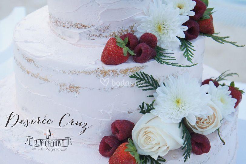Naked Cake con Flores y Frutas