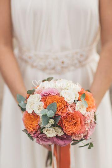 Ramo de novia en tonos coral