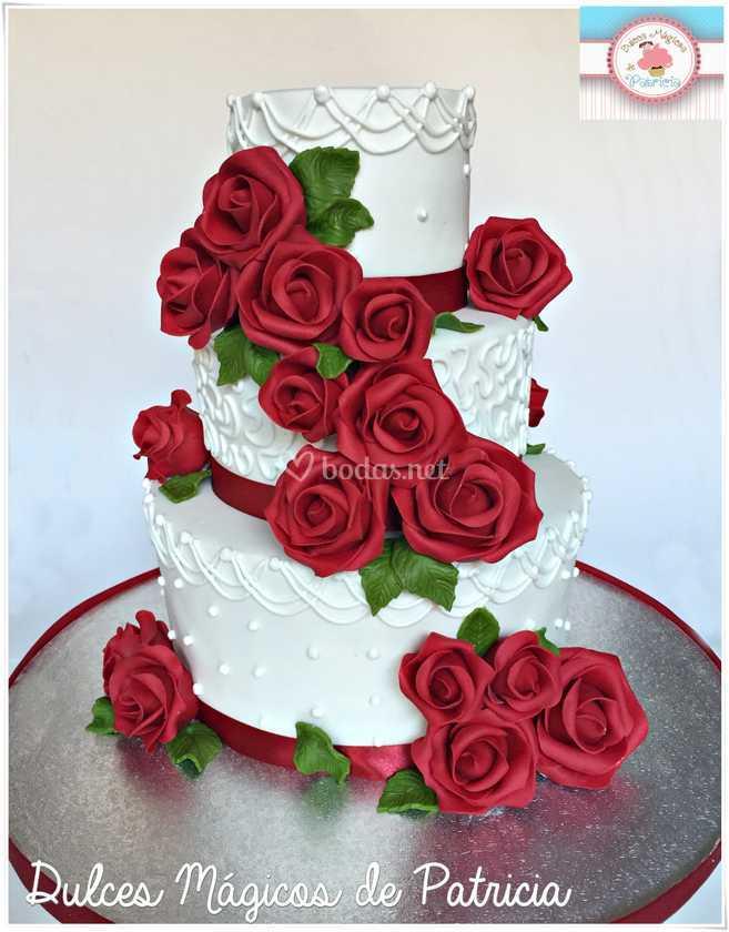 Tarta de boda rosas rojas