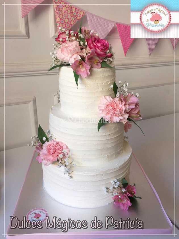 Tarta de boda rústica rosa