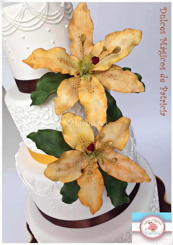 Tarta de boda lirios