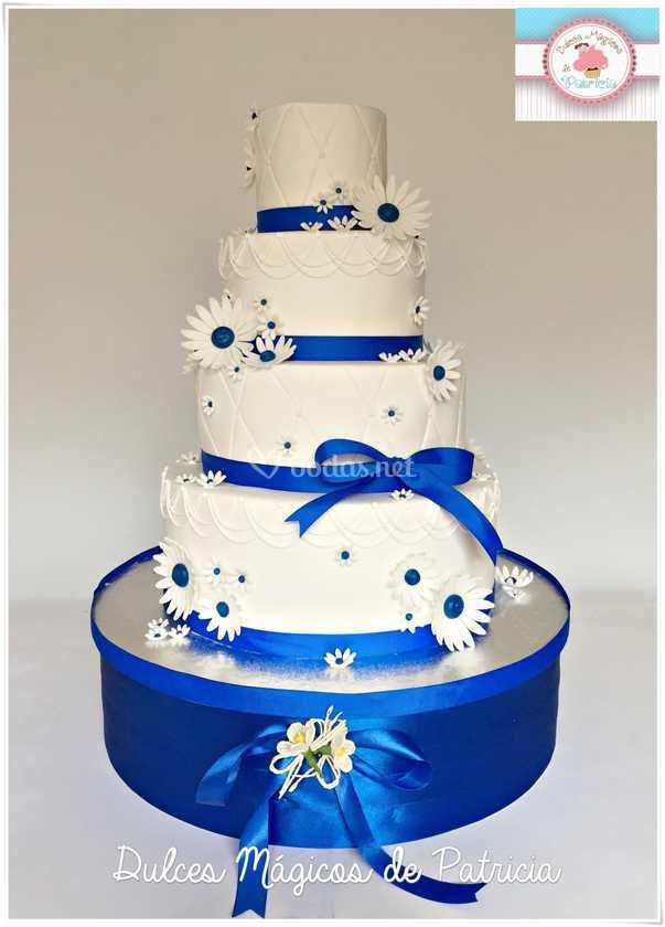 Tarta boda margaritas azules