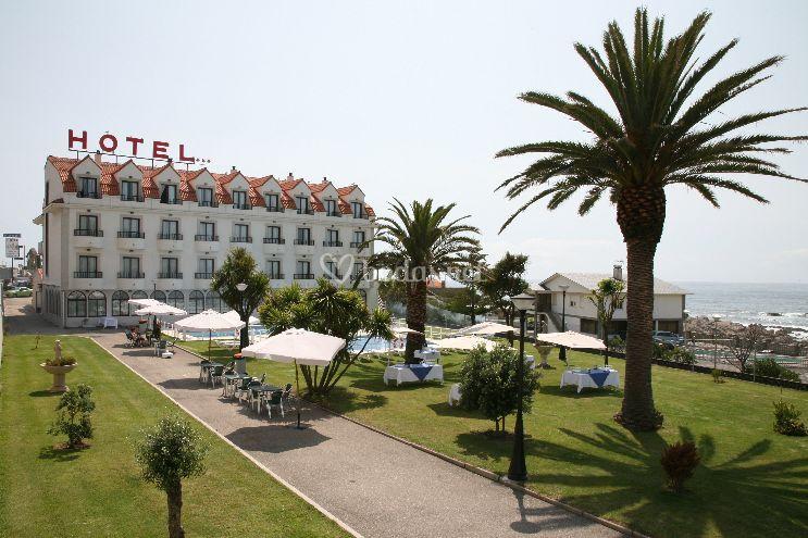 Jardines y hotel