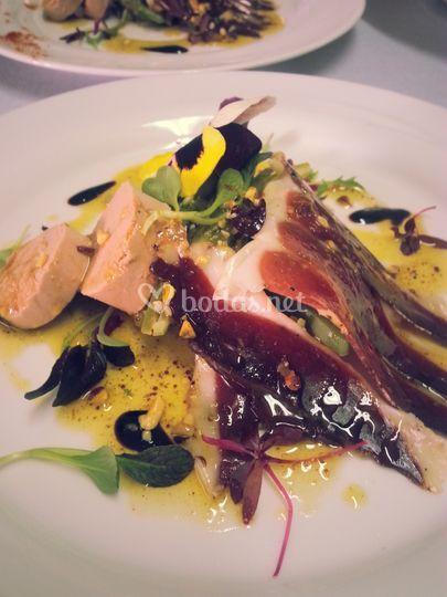 Ensalada de virutas pato y foie