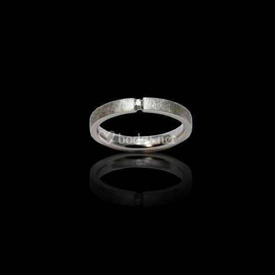Anillo en plata y diamante