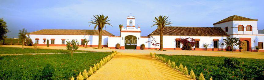 Fachada principal de Cortijo El Chamorro