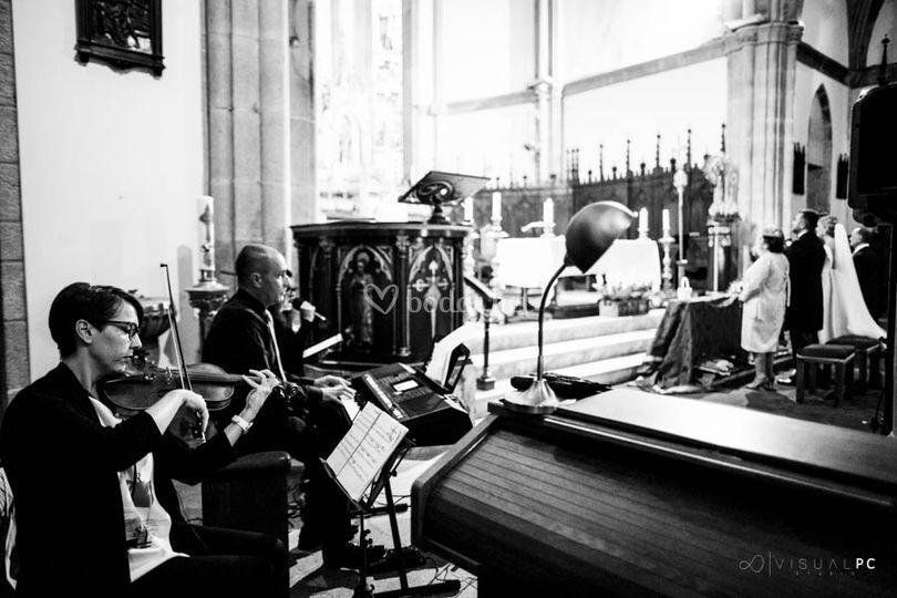 Trío de piano, violín y voz